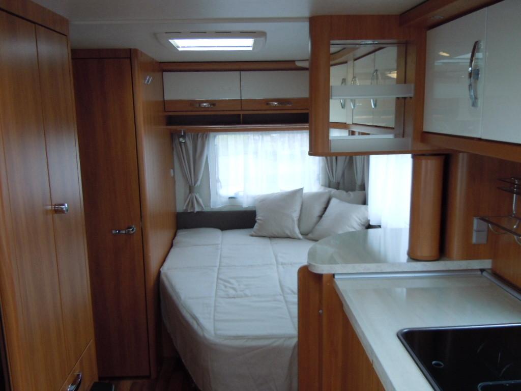 Eriba-Nova-LuxusLine-545-dormitor