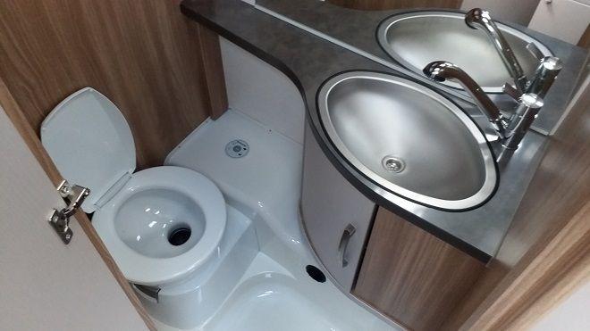 Bürstner-Premio-toaleta
